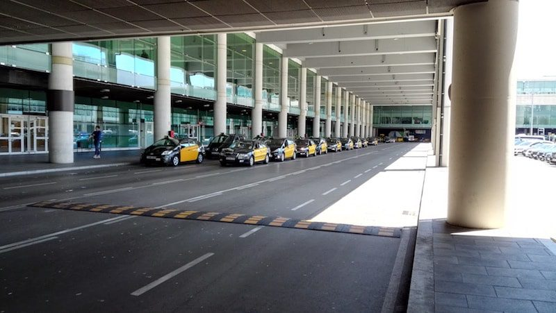 Barcelona airport taxis lined up