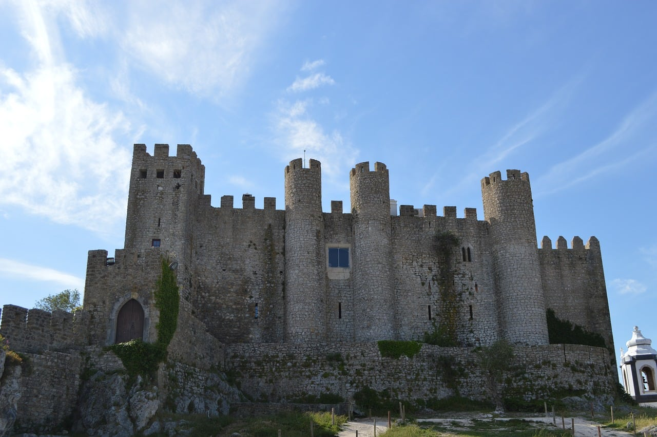 day trip ideas from lisbon within an hour
