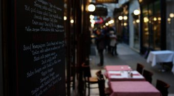 table restaurant in Paris